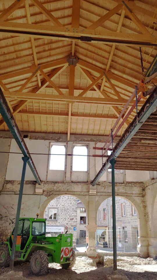vue intérieur halle charpente refaite